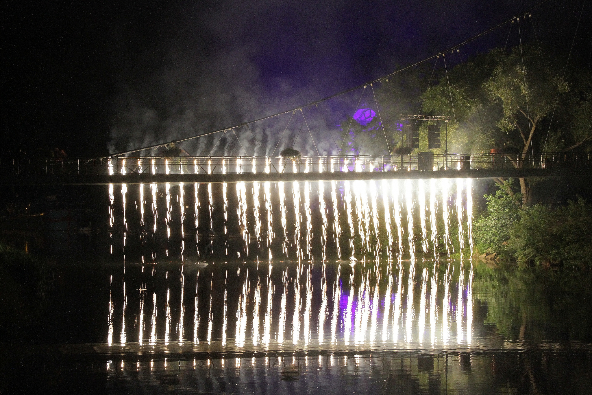 CAHN-Guylaine-Expo-2019-Projection-3-Rideau-de-feu