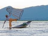 GROSS Étienne - Expo 2017 - Papier 4 - Pêcheur Lac Inlé (Birmanie)