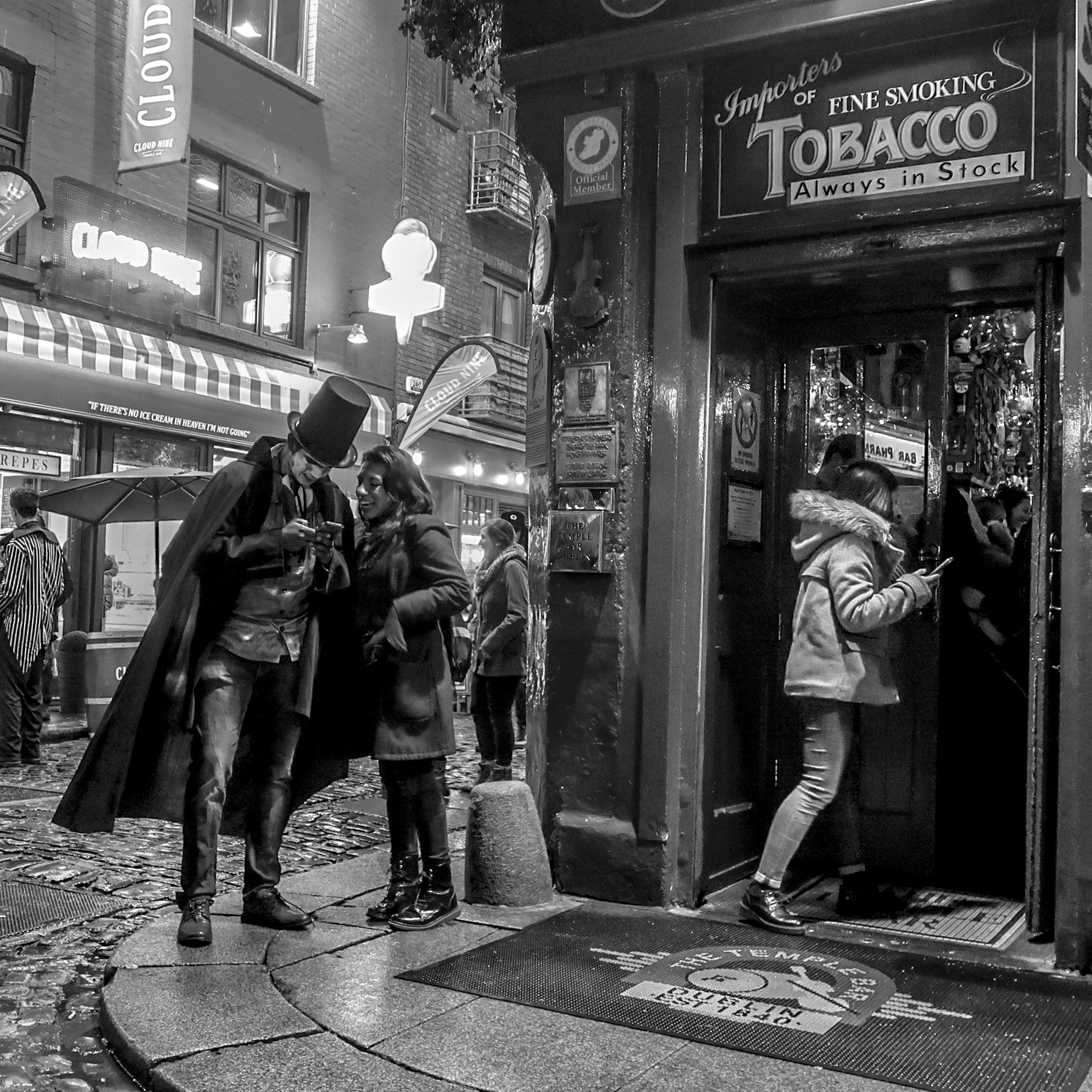MARSALA-Jean-Marc-Expo-2019-Papier-4-Halloween-au-Temple-Bar-Irlande