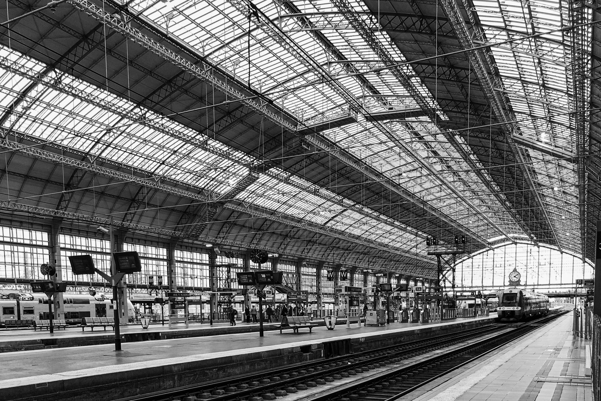 RONDIO-Gilles-Expo-2019-Projection-1-Voyage-de-gare-en-gare