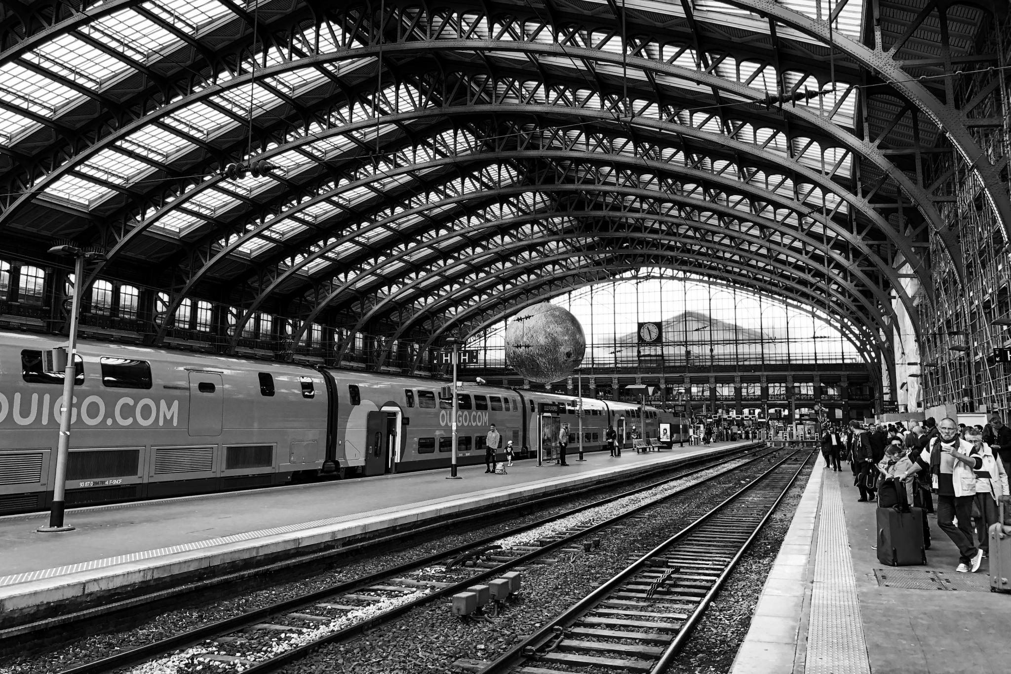 RONDIO-Gilles-Expo-2019-Projection-2-Voyage-de-gare-en-gare